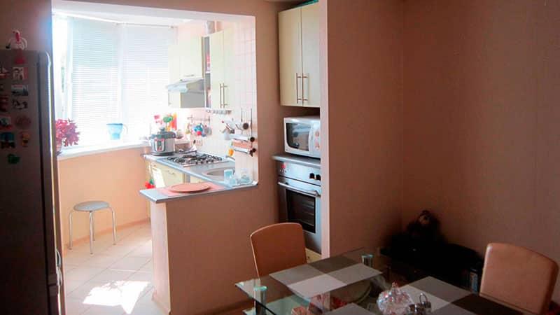 Дизайн кухни с балконом под кухонный гарнитур