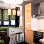Фото дизайна кухни с балконом - частичное совмещение