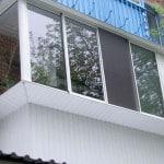 Каким материалом лучше остеклить балкон