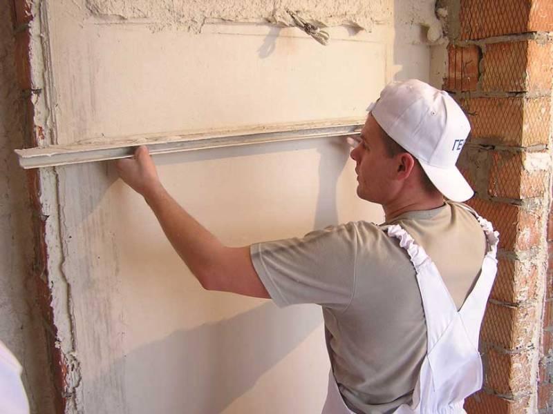 Как заштукатурить стену своими руками фото