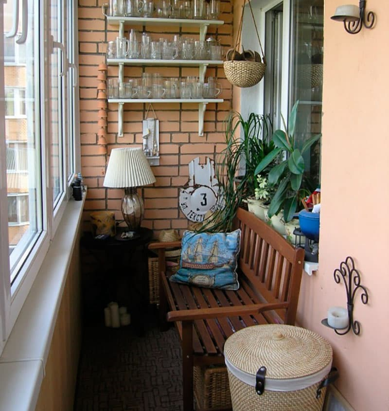 Оборудовать уютное местечко для отдыха на балконе. обсуждени.