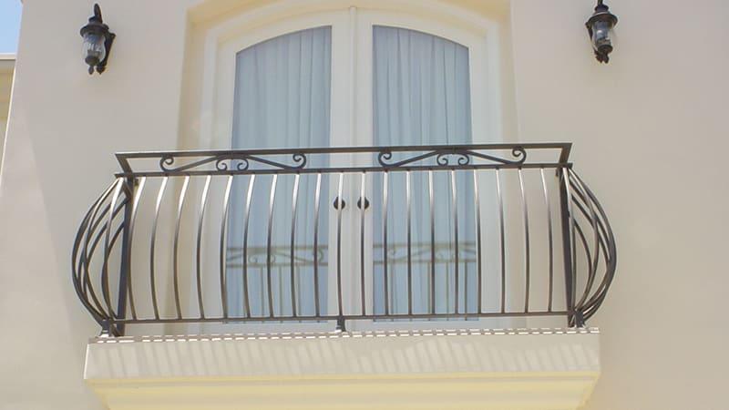 Красивый французский балкон