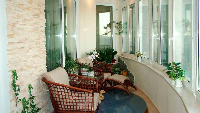 Интерьер на балконе под зону отдыха