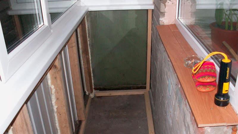 Падлогу на балкон.