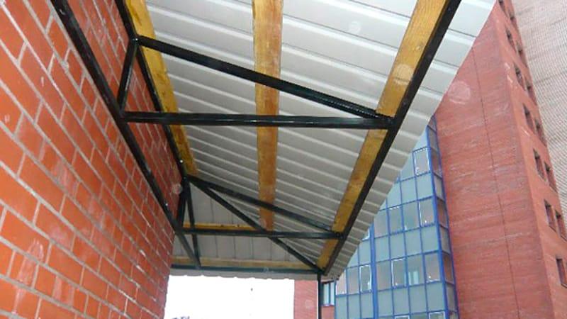Изготовление крыши на балконе своими руками