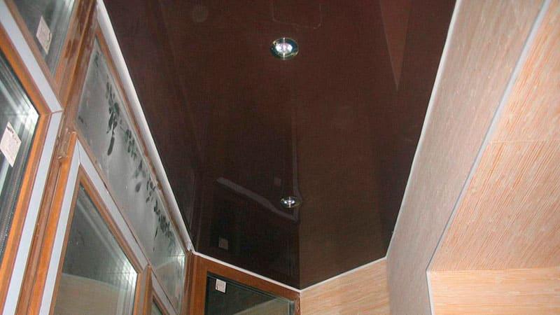 Вариант оформления потолка - натяжной потолок