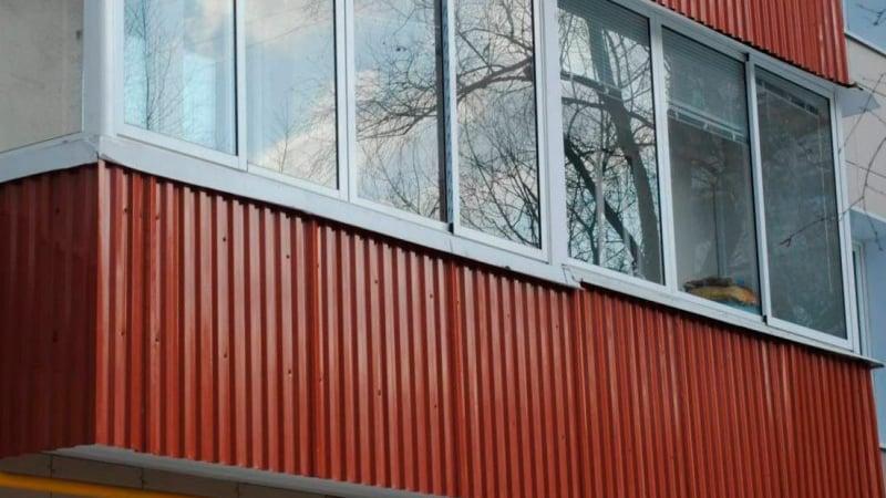Профнастил в качестве отделки балкона