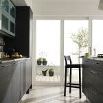 Современная кухня с балконом
