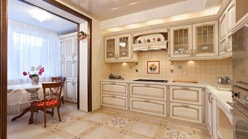 Классическая кухня с балконом