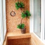 Отдекла маленького балкона декоративной штукатуркой