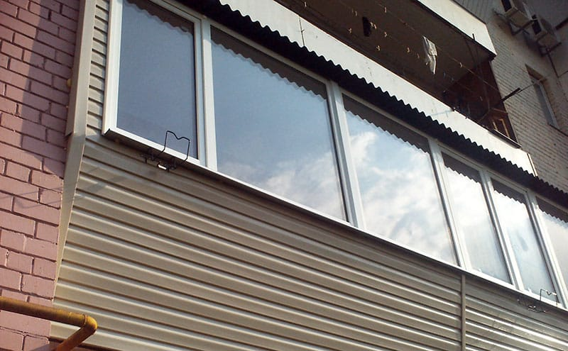 Обшивка балкона виниловым сайдингом