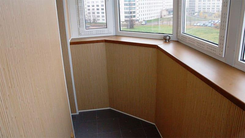 Варианты отделки балконов внутри: 70 фото примеров отделк....