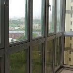 Остекление балкона сверху до низу