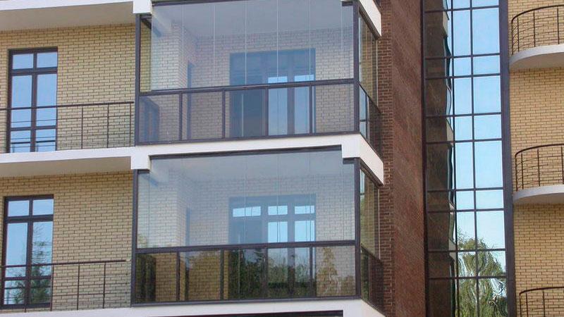 panoramnoe-osteklenie-balkona6.jpg