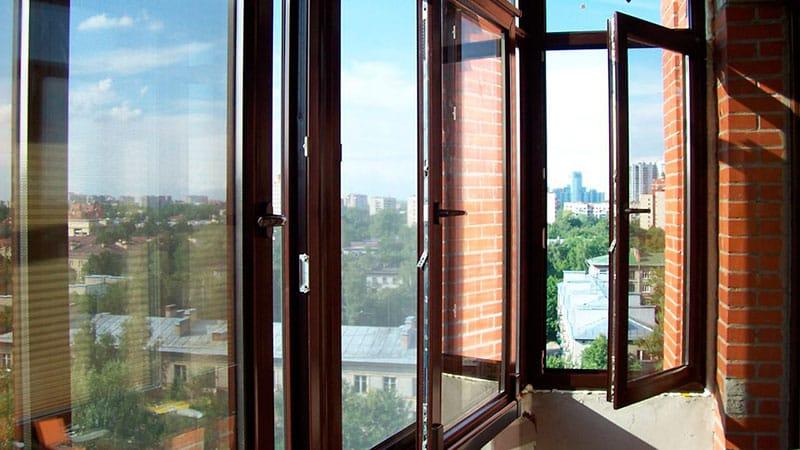 распашное стекление балкона