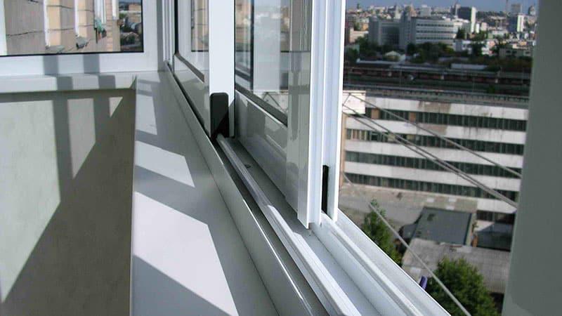 Вариант остекления балкона - раздвижной