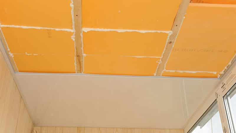 Ремонт потолка на балконе своими руками