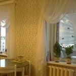 Шторы на кухню с балконом дизайн фото