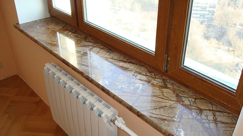 Мраморный подоконник на балконе - установка