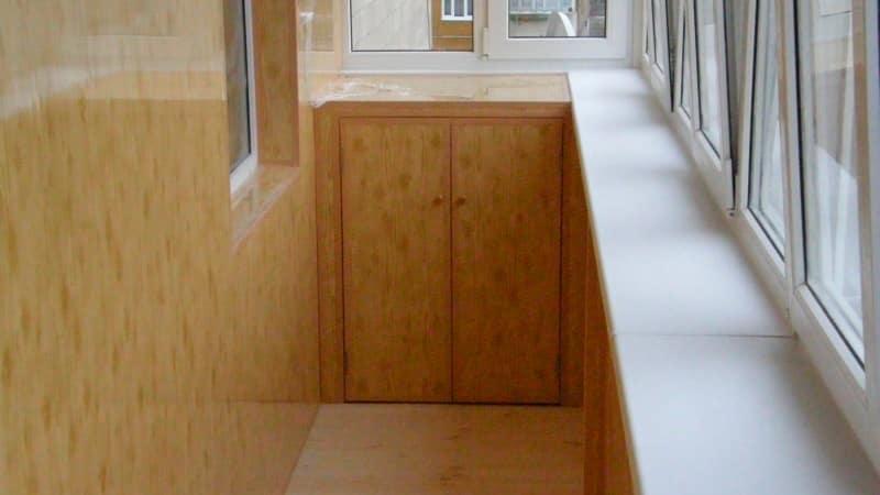 Отделка балкона панелями варианты..