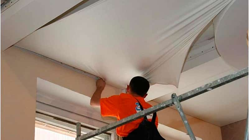 Отделка потолка пластиковыми панелями своими руками: монтаж