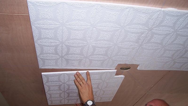 Как обшить потолок полистиролом
