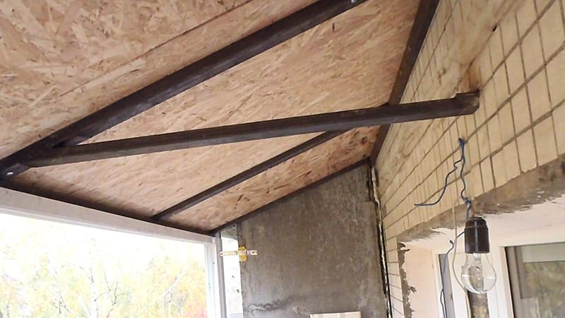 Как отремонтировать крышу на балконе
