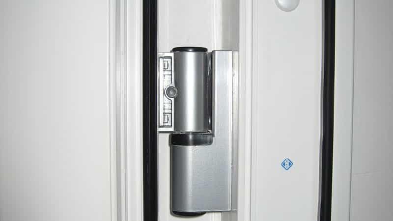 Не закрывается пластиковая дверь на балкон: установка и регу.