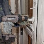 Монтаж пластиковой двери балкона