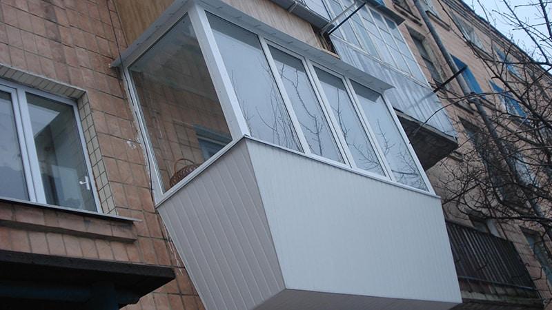 Обшить балкон снаружи пластиковыми панелями фото.
