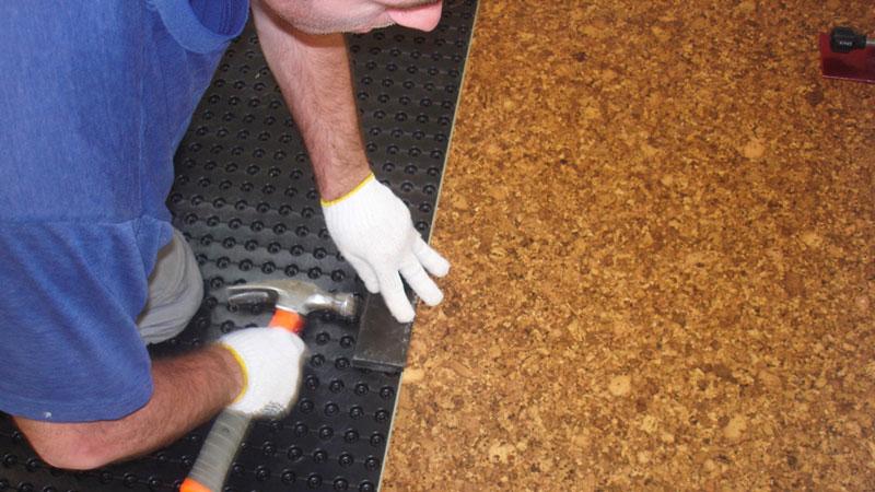 укладка пробковый плит в качестве напольного покрытия