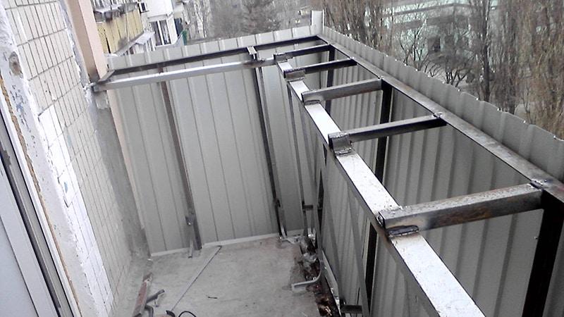 Как увеличить маленький балкон