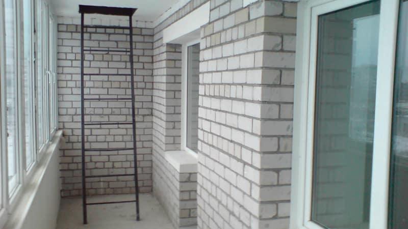 Что делать с пожарной лестницей на балконе