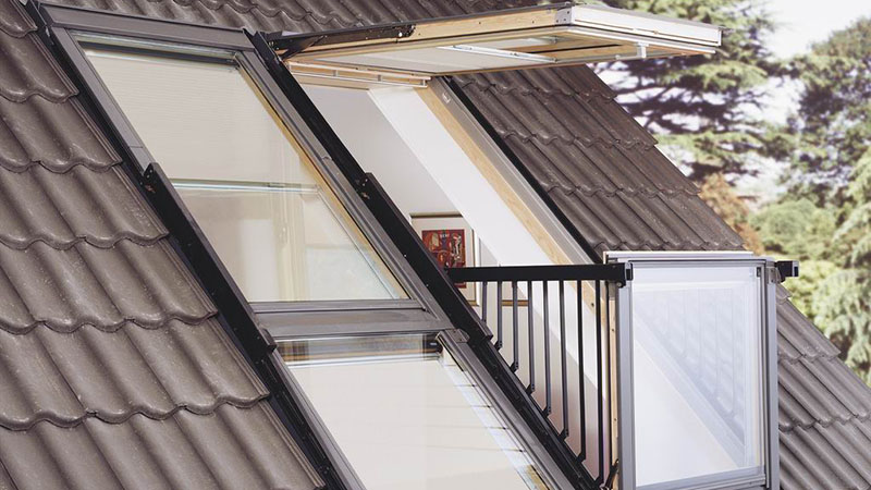 Окно-балкон на мансарде