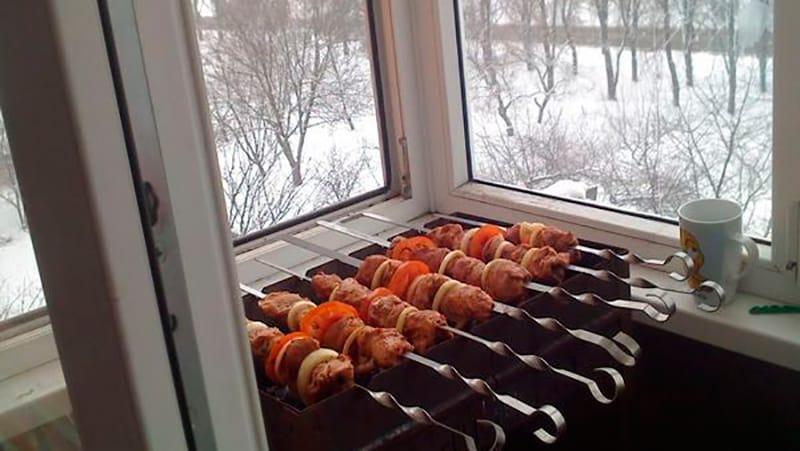 Можно ли жарить шашлык на балконе: как законно и без штрафа.