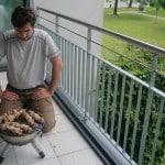 Гриль для жарки шашлыка на балконе