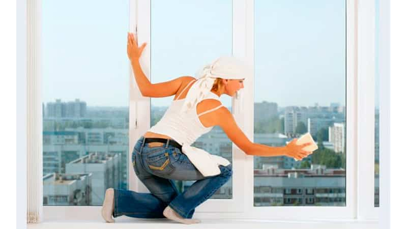 Как правильно мыть окна ПВХ без разводов