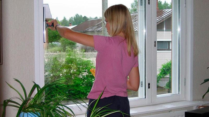 Как отмыть окна ПВХ от скотча