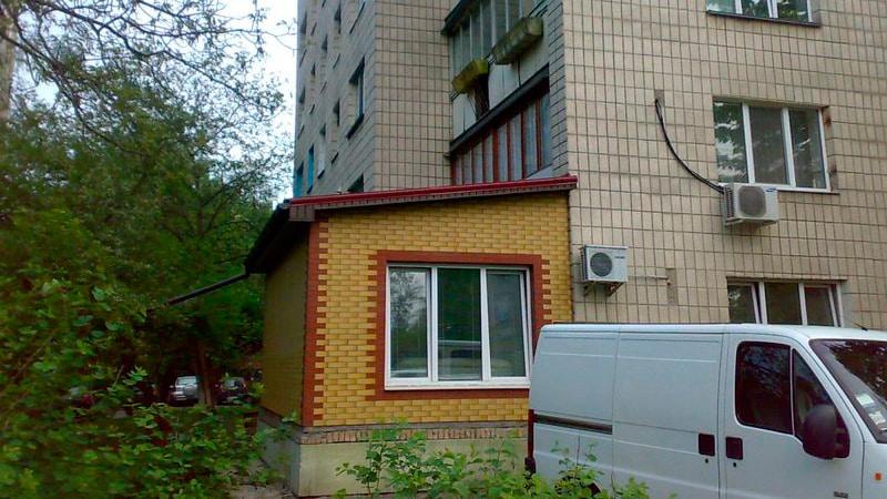 Можно ли и как пристроить балкон на первом этаже: разрешение.