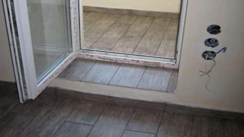 Облицовка бетонного порога кафелем