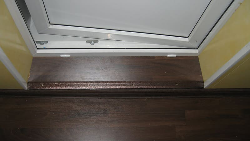 Установка ступени на балкон