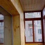 Как застеклить балкон самостоятельно деревом