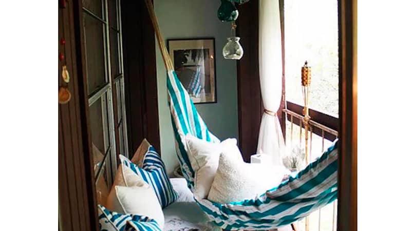 Как повесить гамак на балкон
