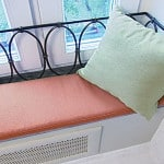 Скамейка диван на балконе