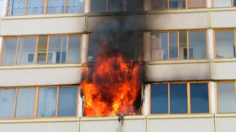 Что делать если соседи курят на балконе