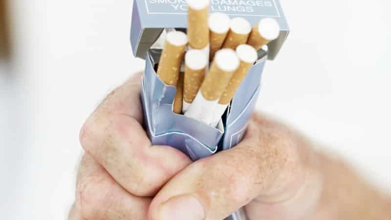 Что делать, если соседи курят на балконе
