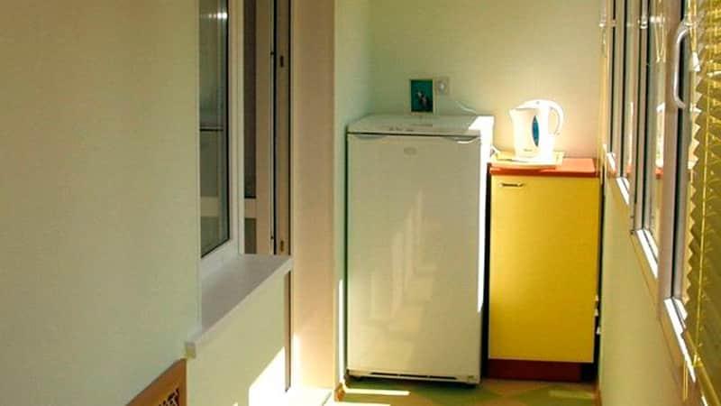 Устанавливаем холодильник на балкон