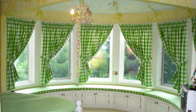 шторы для гостиной в эркере