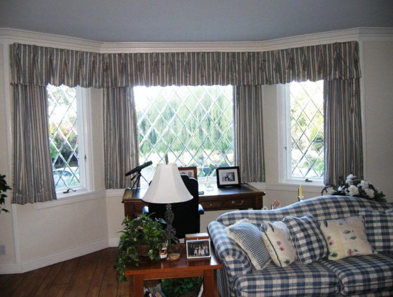 шторы в эркере в гостиной