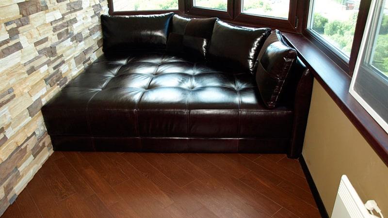 диван в эркер фото